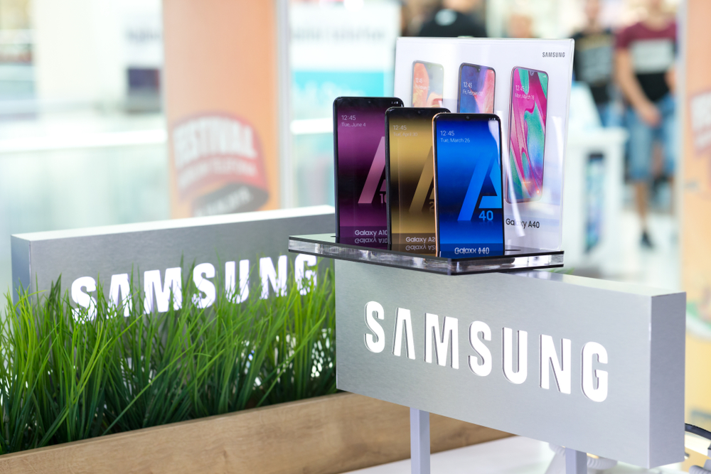 Samsung Galaxy A40, un telefon accesibil ca preț, care vine cu un display upgraded